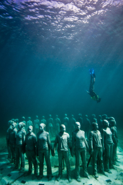 Underwater sculpture - Jason deCaires