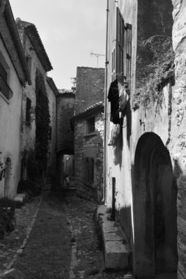 St Paul de Vence backstreet black and white